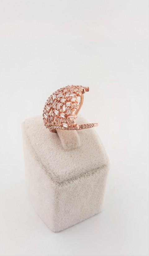 Baget Taşlı Tasarım Rosegold Pırlanta Montür Yüzük
